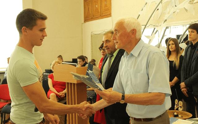 2016-06-20 Absolventai gavo diplomus