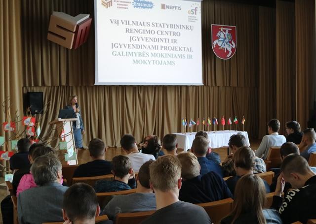 20107-09-26 Europos kalbų dienąkalbėjo apieįgyvendinamus ERASMUS+ projektus.