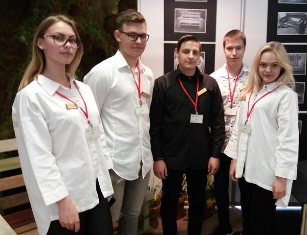 """2018-04-26 Tarptautinėje imitacinių bendrovių mugėje ,,Verslas veža""""."""