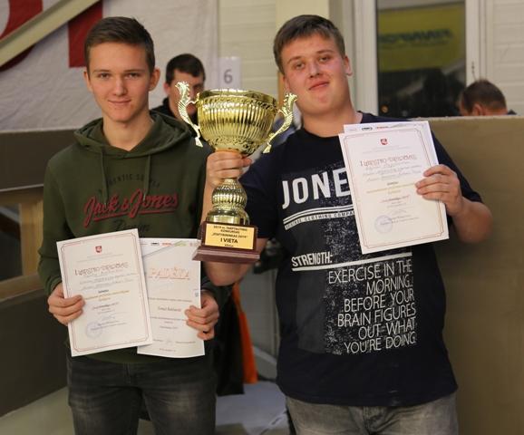 """2019-12-06 Tarptautinio konkurso """"Statybininkas 2019″ didžioji taurė mūsiškių rankose."""